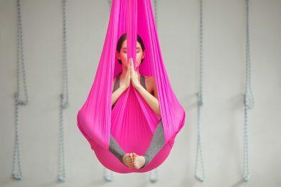 Frau in Yogapose