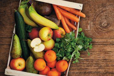 Box mit Gemüse und Obst