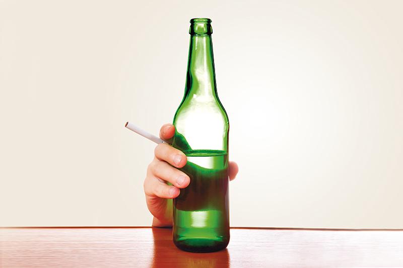 Bierflasche und Zigarette
